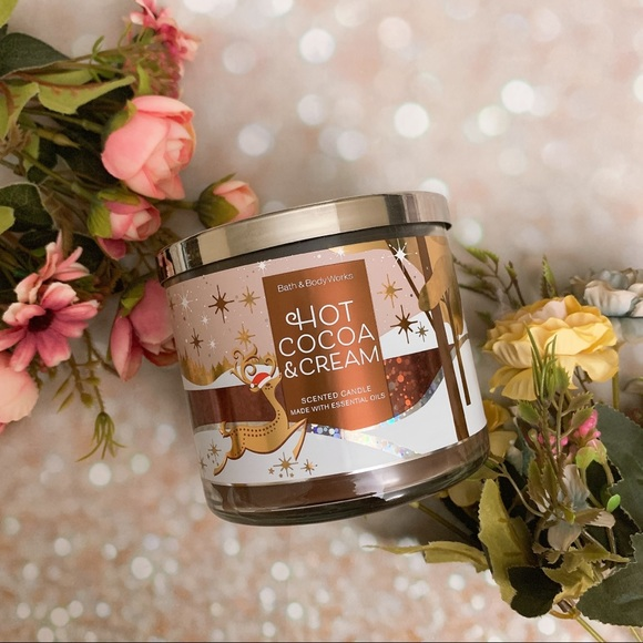 Bath and body work hot cocoa and cream candle